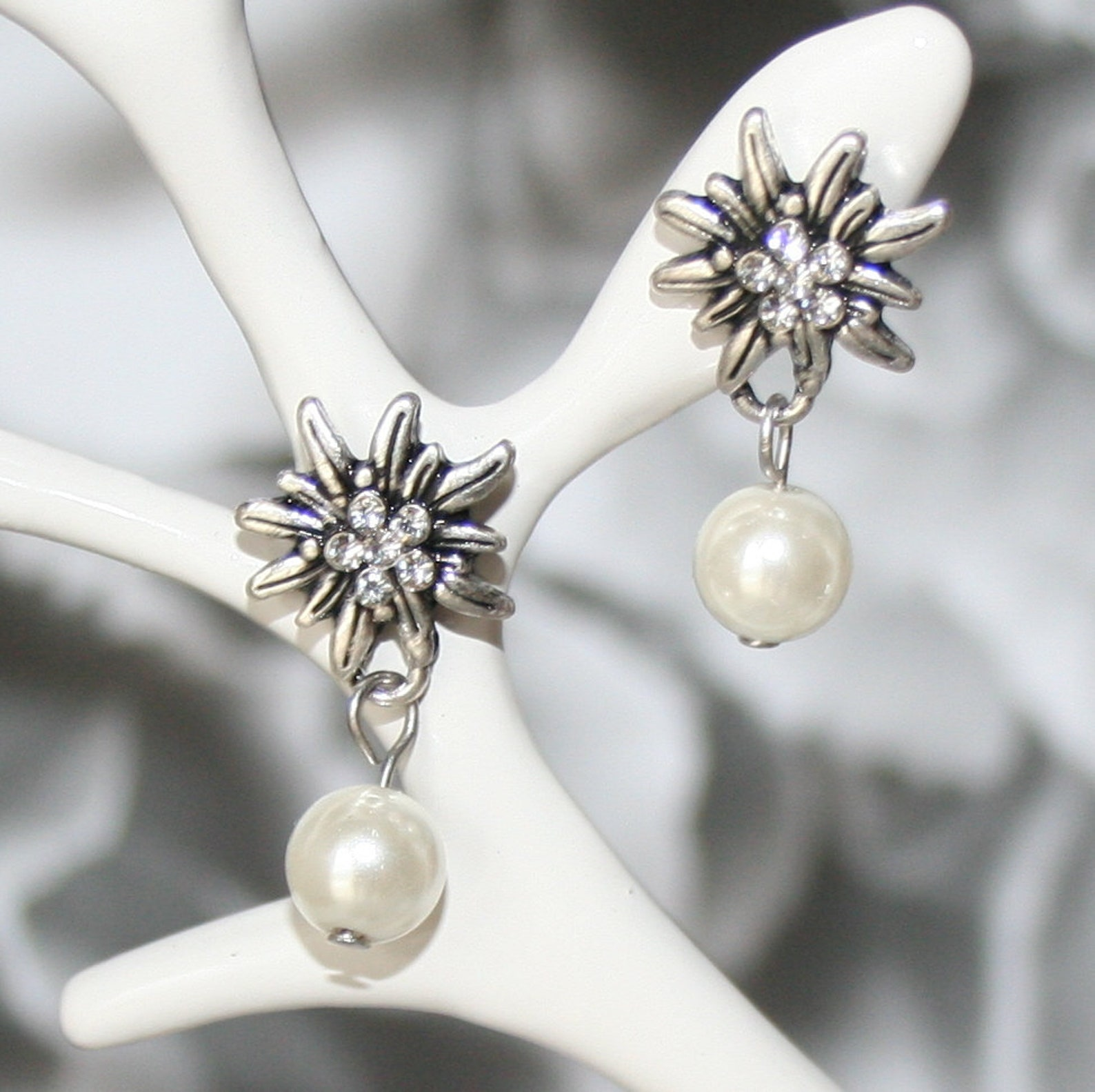 Dirndl-Earrings-Rhinestone-Edelweiss-pearl-creamy white