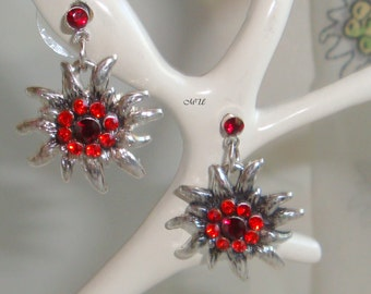 Earrings with edelweiss and rhinestones red