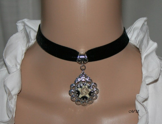 Choker black cultivated edelweiss medallion costume jewelry pendant