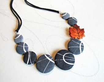 Flat round rocks Unusual nature necklace nature Fake beach stone Modern design Maple leaf choker with river stones Mother's day gift