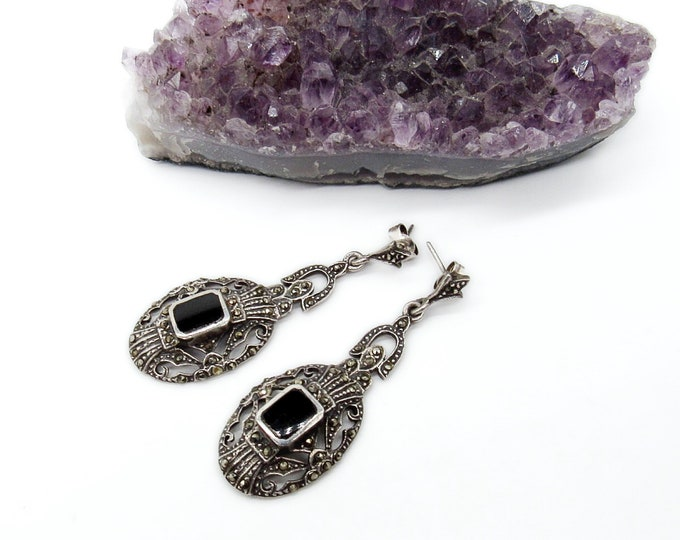 Vintage 1990s Art Deco styled sterling silver marcasite and onyx pierced dangle earrings