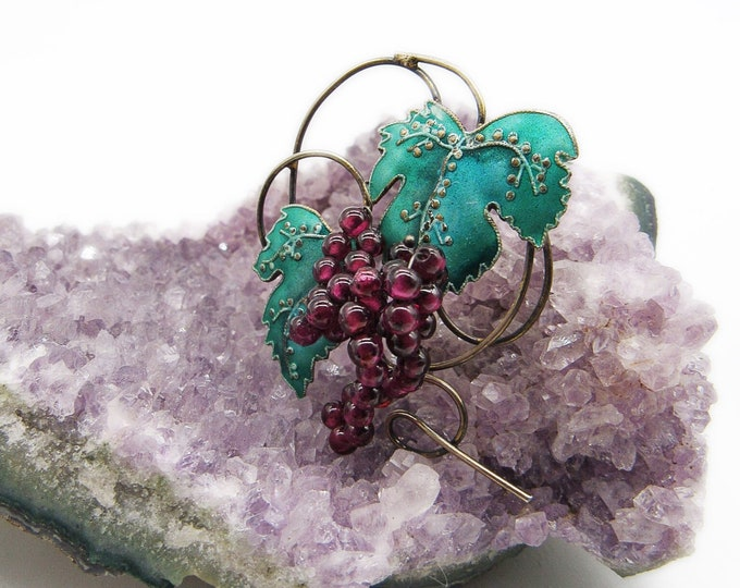 Vintage 1970s Thousand Flowers Green Cloisonné Enamel leaves with Garnet seed bead Grape cluster gold tone brooch