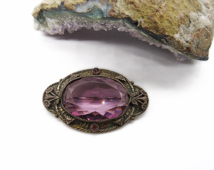 Art Deco vintage antiqued brass faceted purple Czech Glass decorative 1930s brooch