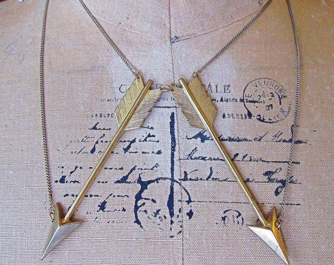 Vintage Erica Weiner antiqued gold  tone decorative double chain with bold Arrow design signed statement necklace