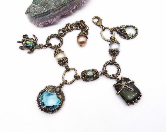 Vintage Sweet Romance USA Retro antiqued bronze faceted Crystal Seashell signed statement Charm bracelet