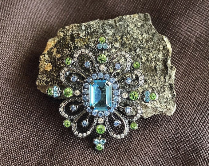 Sparkling vintage Retro Carolee antiqued pewter tone faceted Aqua blue Peridot green and white Crystals signed Designer Statement Brooch