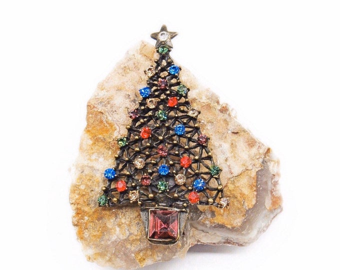 Sweet Romance USA vintage antiqued Brass tone faceted Crystal accented signed Christmas Tree Designer Brooch