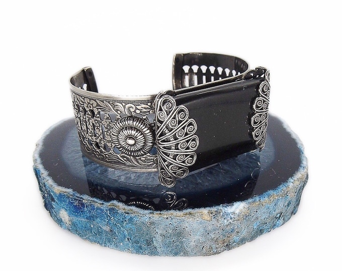 Retired Jan Michaels of San Francisco ornate vintage silver tone filigree jet black glass signed cuff bracelet