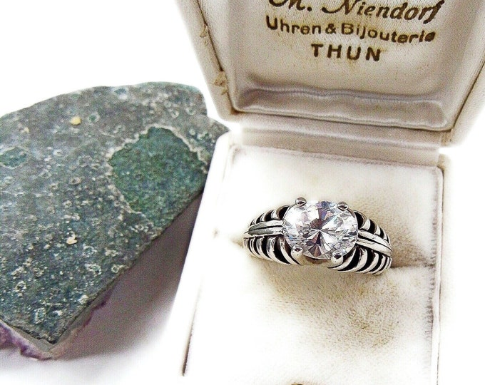Gorgeous Kabana vintage Sterling Silver Oval Cubic Zirconia Solitaire signed Modernist statement Ring size 8