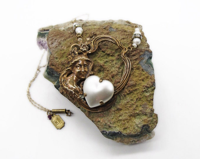 Pididdly Links vintage Art Nouveau revival antiqued gold tone pearl heart Maiden signed pendant necklace