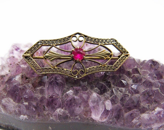 Victorian 1920s decorative gold plated filigree Ruby unsigned vintage Estate women's brooch