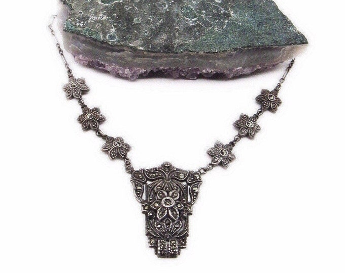 Stunning vintage Art Deco 1920s Sterling Silver faceted Marcasite accented signed Bib Necklace