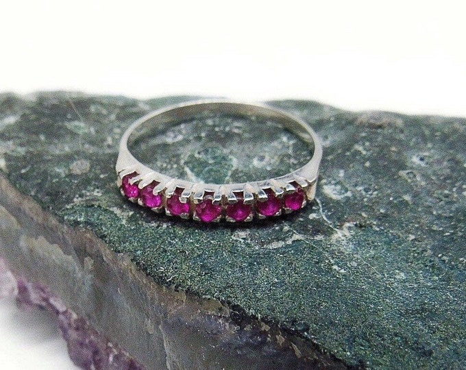 Elegant vintage Platinum faceted Genuine AA Ruby accented signed size 8 stacking Ring
