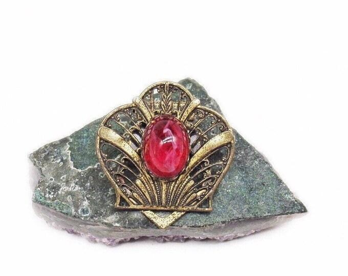 Art Deco 1930s antiqued Brass tone Red Swirl Glass cabochon decorative Brooch