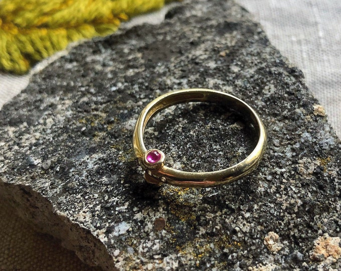 Exquisite vintage 14k Gold luminous Ruby Cabochons faceted genuine Diamond accented signed size 7 statement Ring