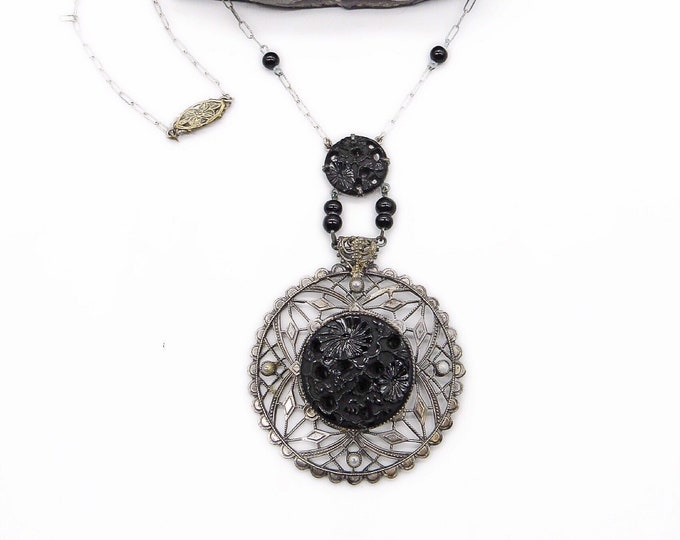 Vintage 1930s Art Deco Rhodium plated decorative filigree molded jet black Czech Glass sseed pearl lavaliere necklace