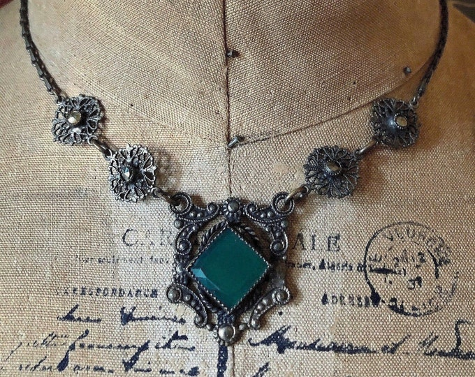 Vintage 1930s Art Deco antiqued brass tone filigree faceted Chrysoprase Stone accented Choker Necklace