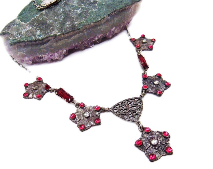 Art Deco vintage Rhodium Plated faceted Ruby Red and Clear Crystal delicate 1930s Lavaliere Necklace