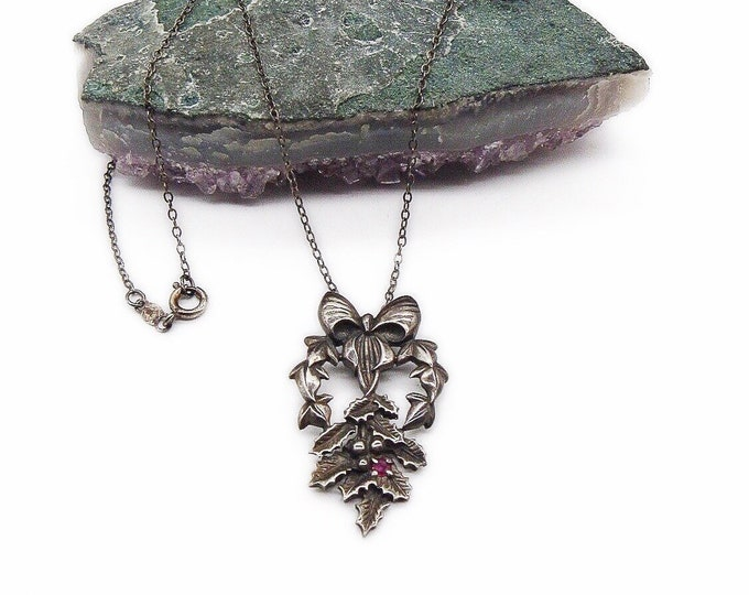 Vintage Franklin Mint FM Sterling Silver Holly Leaves with Faceted Ruby signed pendant necklace circa 1982