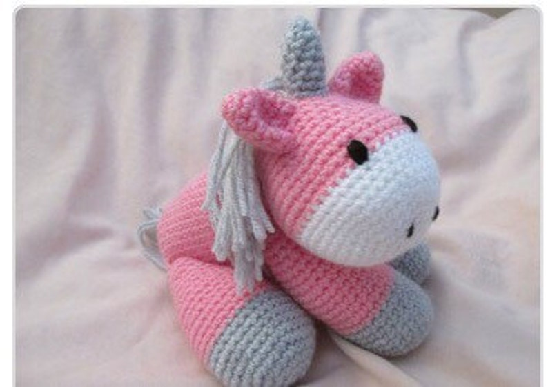 Main PelucheEtsy À Crochet Au Licorne La yYbfg76
