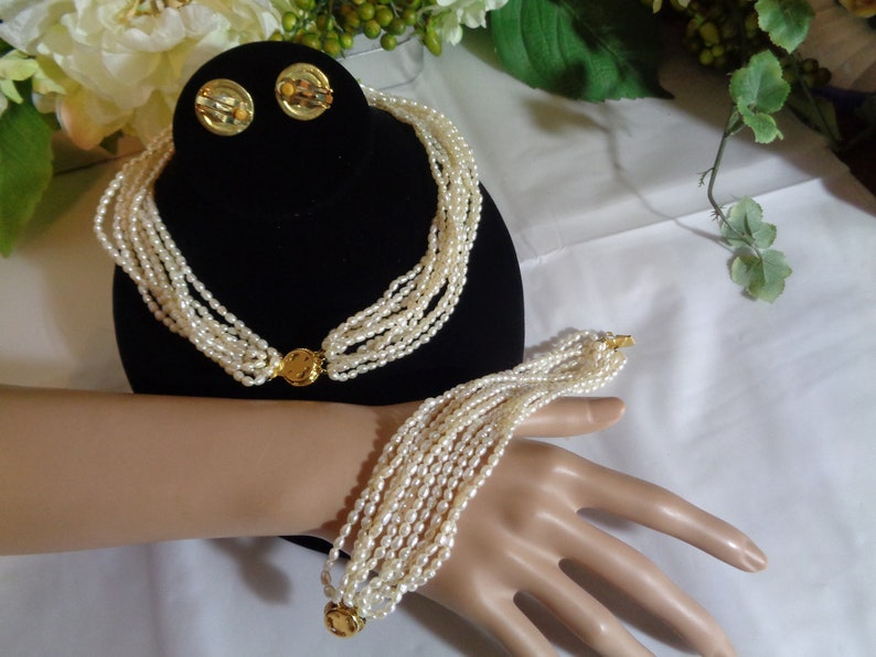 Andre Piasso Goldtone Multi Strand Rice Pearl /& Costume Faux Pearl Necklace Bracelet Clip on Earrings in Black Leatherette Satin Lined Case