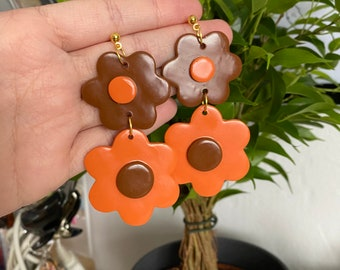 70s flower power handmade polymer clay earrings / double flowers / small brown big orange