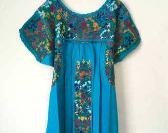 656d6b971a1 Mexican Embroidered dress size L/XL, San Antonino, Oaxaca, 100% cotton,  splendid, abundant embroidery, for lovers of bohemian, ethnic style