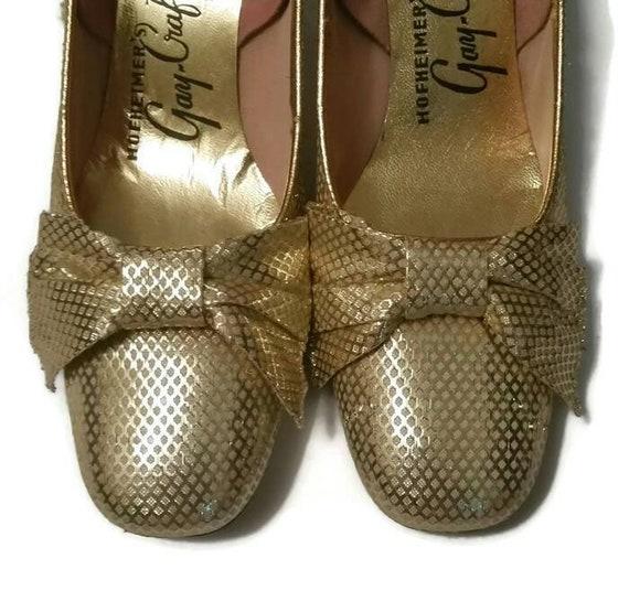 """des années 50 50 50 pompes à arc d'or métallique des années 60 Vintage or Chaussures Mid Century Designer Shoes Mad   Cocktail mariage fête bal 2"""" talons taille étroite 9AA 1a953e"""