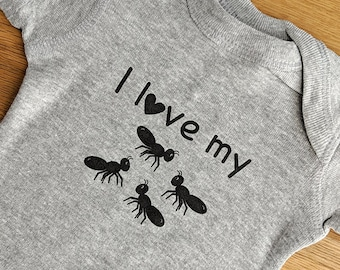 I Love My Aunts ONESIES ® Brand Bodysuits Baby Bodysuit or Baby T-Shirt with 4 Aunts Aunt Baby Announcement Baby Shower Gift Four Aunts