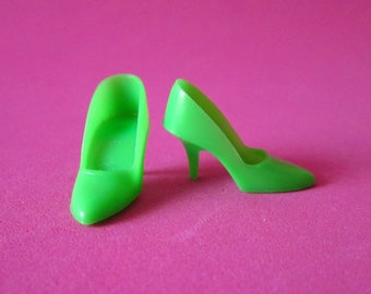45d27fa3580 Vintage Barbie VHTF Neon Green Closed Toe Heels Pumps (apple green) Japan  1970 JC Penney Shoe Bag Mint Free shippig with PayPal