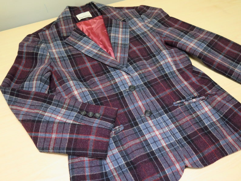 Purple and Blue Plaid 70s Era Size 1314: A cute retro textured wool blend blazer jacket with pockets and a 32 inch waist Vintage Jacket