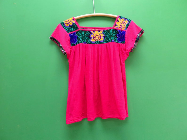 70s Era Pink Embroidered Collar Estimated Size Medium: A cute cross stitch embellished short sleeve shirt with a 46 waist Vintage Top