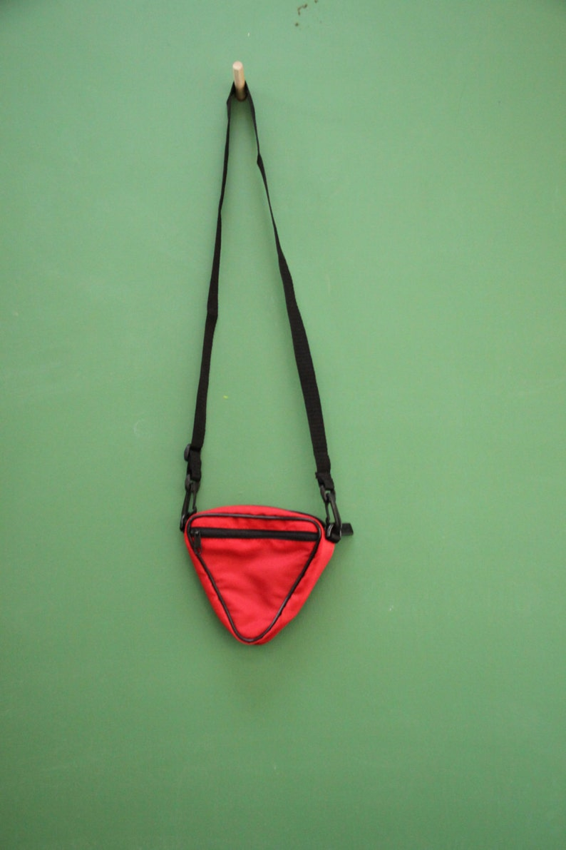 6 inches Vintage Pretty Neat Mini Purse A funky retro early 90s triangular red pouch.