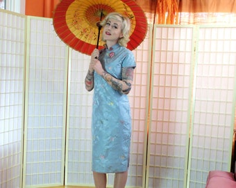 Dreamy 40s Cheongsam . Sky Blue Brocade Sheath. Rose Pink Piping Trim . Exotic Prom. Unique Wedding Party Dress . Chinoiserie . size 6 / 8