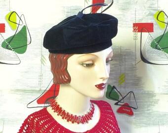 Boho Vibe Vintage Velvet 1940's Navy Blue Beret. Shimmery Luxury Tam o' shanter. Bonnie & Clyde topper hat. Retro Cool. Ageless Fashion.  22