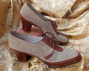 1920s Pet o' Paris Spectator Shoes. Vintage Women's Oxford. Cuban Heels. Beige Suede & Russet Leather. Brogue Details. Collectible. sz 6.5 N