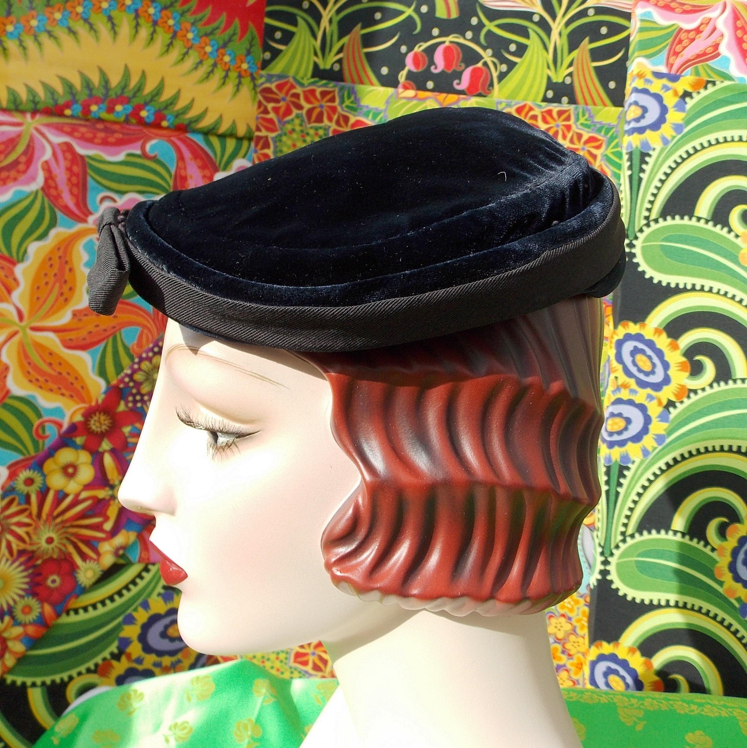 Vintage 1940 s Hat. Navy Silk Velvet Tipster. Sculptured  b16210324606
