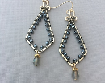 Earrings, wire with a glass bead