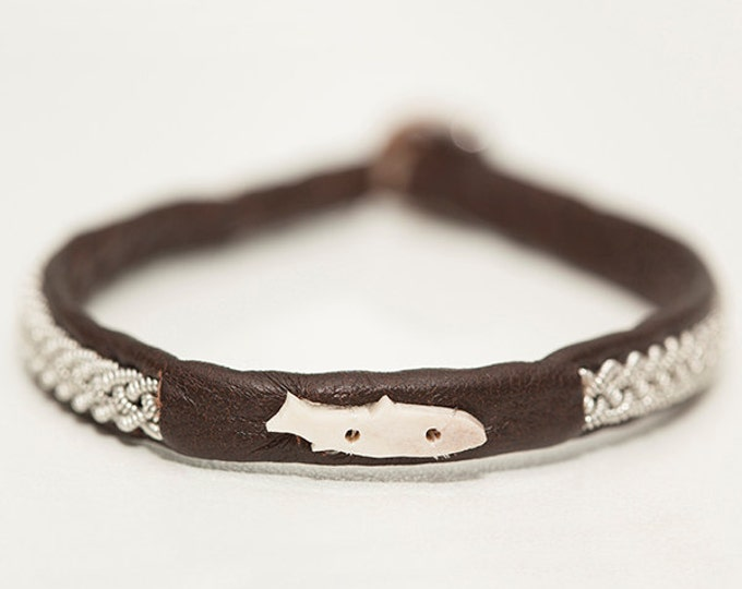No. 1004 maxi Fish: Sami Bracelet of pewter thread and reindeer leather, detail of moose antler.