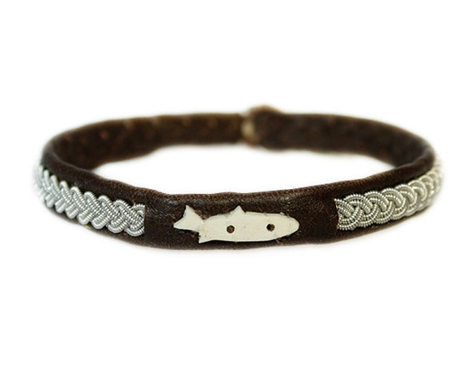 No. 1007 maxi Fish: Sami Bracelet of pewter thread and reindeer leather, detail of moose antler.