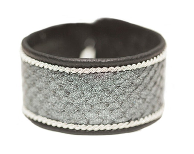 No. 1102: Pewter bracelet with salmon leather