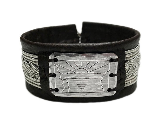 No. 1148: Pewter bracelet with a pewter badge