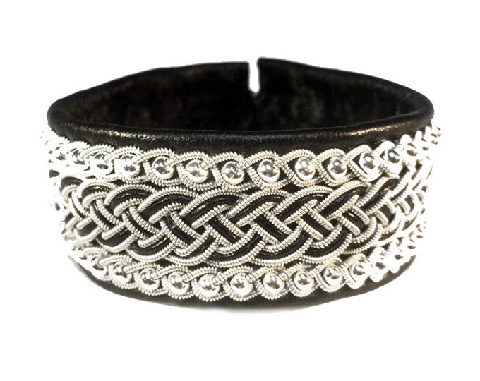 No. 1081: Sami Bracelet of pewter thread, pearls of glass and reindeer leather.