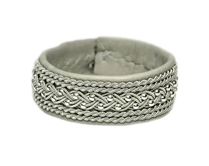 No. 1137: Sami Bracelet of pewter thread and beads of silver sterling 925.