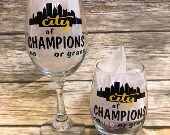 Football Custom 18 oz Wine Glass Personalized Etched Glass Football Steelers Lovers Gifts DM51-Q1-WG18OZ