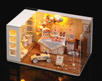 1:32 DIY Miniature Dollhouse Kit Scenery Camp Party Party Room with Light Craft in a Box Adult Craft Model Making Gift Decor