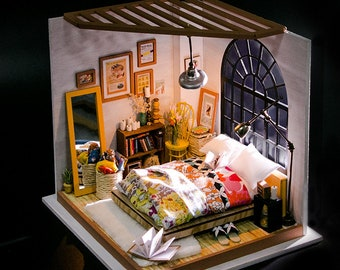 1: 24 Miniature Dollhouse DIY Kit Alice's Dreamy Bedroom with Light Handcraft Project Sweet Home Model Gift Home Decor Scene Robotime