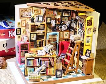 1: 24 Miniature Dollhouse DIY Kit Sam's Study Room with Light Handcraft Project Books Bookworm Den Room Model Gift Home Decor Robotime