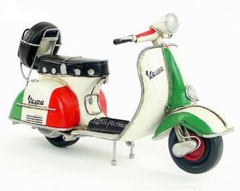 1/8 Retro Style Miniature Italy Theme 1955 Vespa Motorcycle with Spare Tire Hand Made Toy for Blythe  BJD Doll Prop Decor Gift for Girl Rome