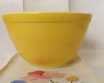 Pyrex yellow # 401 Nesting Bowl Mid-Century